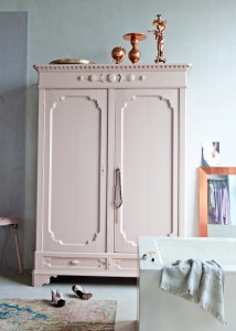 roze-kast-koper-kandelaar-kledingkast